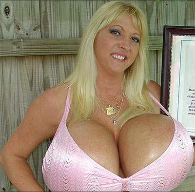 picture of woman with world's largest breasts